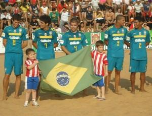 Seleção brasileira de futebol de areia na Copa Ciudad de Encarnación, no Paraguai (Foto: Divulgação)