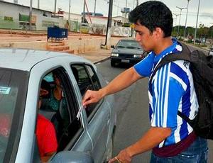Torcedor com a tabela do Campeonato Amazonense 2012    1 (Foto: Hora do Futebol Amazonense/Divulgação)