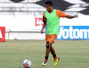 Everton Sena, zagueiro do Santa Cruz (Foto: Aldo Carneiro)
