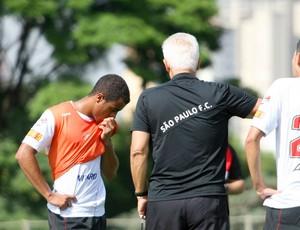 Leão conversa com Lucas durante o treinamento desta terça-feira (Foto: Anderson Rodrigues / GLOBOESPORTE.COM)