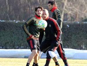 Pato no treino do Milan (Foto: Divulgação / Site Oficial)
