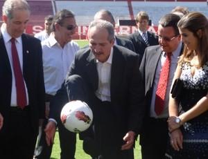 Ministro Aldo Rebelo visita o Beira-Rio (Foto: Caetanno Freitas/Globoesporte.com)