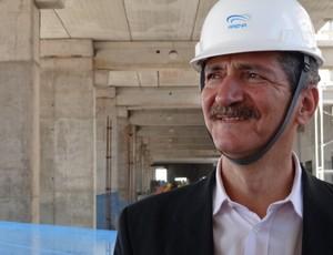 Ministro Aldo Rebelo visita as obras da Arena (Foto: Lucas Rizzatti/Globoesporte.com)