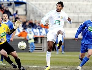 Brandão marca gol do Marseille contra o Bourg-Peronnas (Foto: AFP)