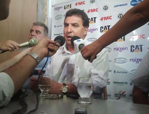 Estevam Soares, técnico do XV de Piracicaba (Foto: Bernardo Medeiros/ Globoesporte.com)