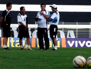 Estevam Soares e a nova comissão técnica do XV de Piracicaba (Foto: Bernardo Medeiros / Globoesporte.com)