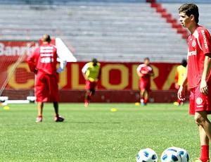 Oscar no treino do Internacional (Foto: VIPCOMM)