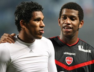 Gil e Brandão no empate do Valenciennes contra o Marseille (Foto: AP)
