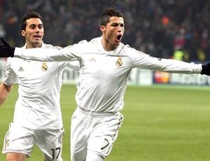 Cristiano Ronaldo comemora gol do Real Madrid contra o CSKA (Foto: EFE)