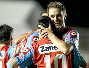 Felix Leguizamon do Arsenal de Sarandi comemora gol sobre o Zamora na Libertadores (Foto: AP)