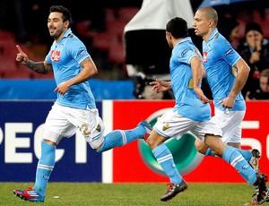 Lavezzi comemora gol do Napoli contra o Chelsea (Foto: Reuters)