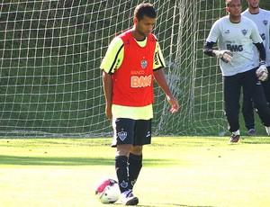 Pierre no treino do Atlético-MG (Foto: Fernando Martins / Globoesporte.com)