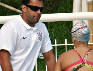 Carlos Matheus, técnico da equipe profissional de natação do Corinthians  (Foto: Hismênia Keller/GLOBOESPORTE.COM)