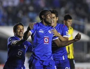 Ex-gremista Perea comemora gol do Cruz Azul (Foto: EFE/Mario Guzman)