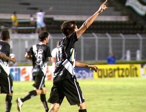 Rodrigo Pimpão comemora gol pela Ponte Preta (Foto: Reprodução EPTV)