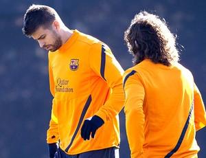 Pique no treino do Barcelona (Foto: EFE)