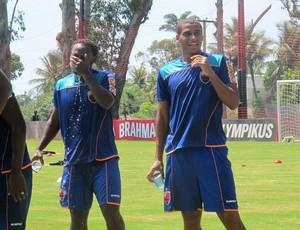 Love se refrescando (Foto: janir Junior / globoesporte.com)