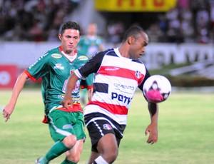 Weslley voltou a marcar pelo Santa Cruz (Foto: Aldo Carneiro)