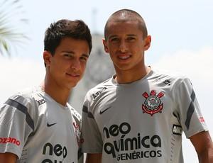 Mateuzinho e Marquinhos em treino do Corinthians (Foto: Anderson Rodrigues / Globoesporte.com)