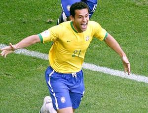 Fred comemora gol pela Seleção (Foto: Reuters)