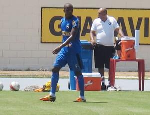 Willian treino Botafogo (Foto: André Casado / GLOBOESPORTE.COM)