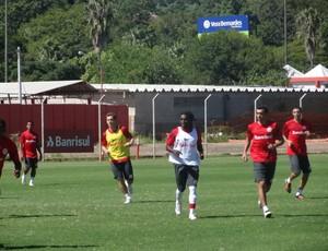 Tinga treino Inter (Foto: Tomás Hammes/GLOBOESPORTE.COM)