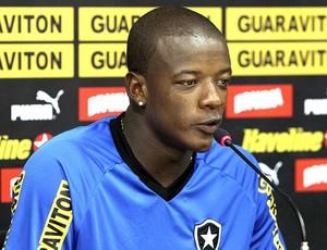Willian na coletiva do Botafogo (Foto: Fernando Soutello / Divulgação AGIF)