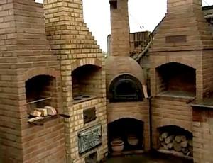 FRAME - churrasquerias criadas lama maracanã (Foto: TV Globo)