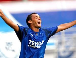 Charles volante do Cruzeiro comemora gol (Foto: Divulgação)
