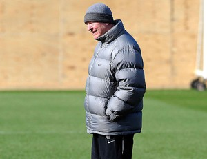 Alex Ferguson no treino do Manchester United (Foto: Reuters)