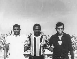 Jogadores de Grêmio e Itabaiana (Foto: Arquivo/Aelson Gois)