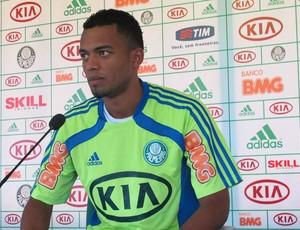 João Vitor, volante do Palmerias (Foto: Daniel Romeu / Globoesporte.com)