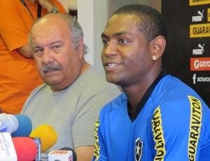 Jobson com o médico Roberto Halla (Foto: Thales Soares / globoesporte.com)