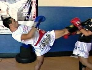 Frame: Jair, lutador de Muay Thai de Ituiutaba, MG (Foto: Reprodução/ TV Integração)