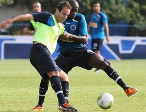 Thiago Carvalho vai ser titular contra a Caldense (Foto: Washington Alves / Vipcomm)