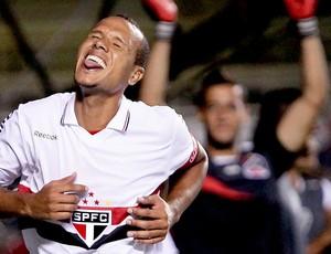 Luis Fabiano comemora gol do São Paulo contra o Independente-PA (Foto: Wagner Carmo / Vipcomm)