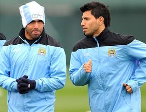 Tevez e Aguero no treino do Manchester City (Foto: Getty Images)