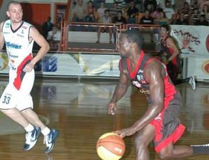 Kojo Limeira x Joinville NBB (Foto: Divulgação/ Site oficial NBB)