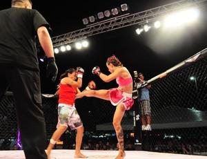 Kaká Naja no Pink Fight contra Deise Gorila (Foto: Pink Fight/Divulgação)