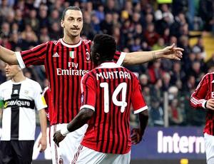 Ibrahimovic comemora gol do Milan contra o Parma (Foto: Reuters)