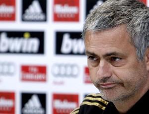 José Mourinho na coletiva do Real Madrid (Foto: EFE)
