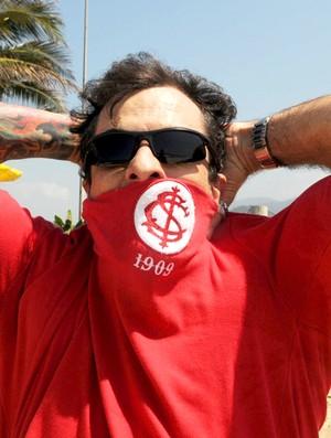 Marcelo Dourado com camisa do Internacional