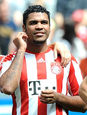Breno na partida do Bayern de Munique (Foto: AFP)