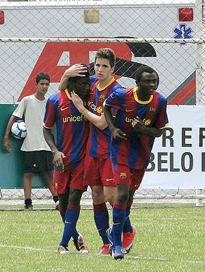 jogadores do Barcelona comemora gol contra o Peñarol pela Future Champions
