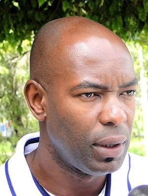 zagueiro Caçapa, ex-Cruzeiro (Foto: Valeska Silva / GLOBOESPORTE.COM)