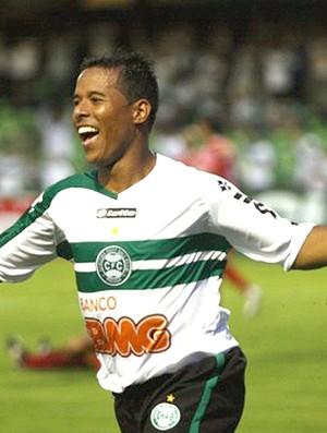Marcos Aurélio comemora gol do Coritiba sobre o Paranavaí (Foto: Divulgação / Site Oficial)