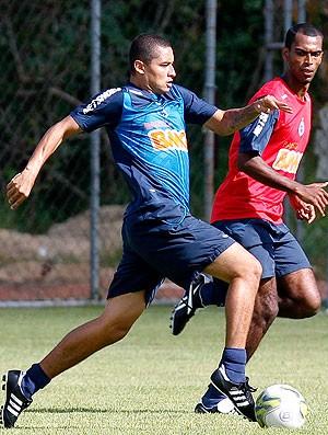 Wellington Paulista no treino do Cruzeiro (Foto: Washington Alves / VIPCOMM)