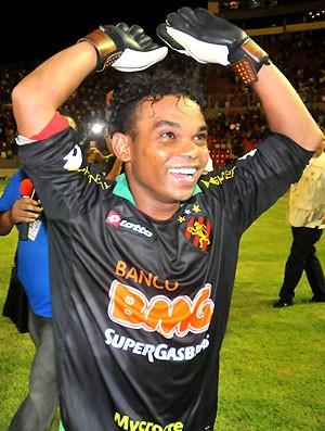 Carlinhos Bala como goleiro na partida do Sport (Foto: Gazeta Press)