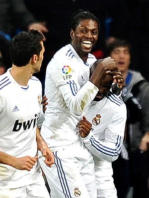 Adebayor comemora gol do Real Madrid (Foto: AFP)