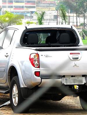 carros quebrados durante protesto do Corinthians (Foto: Leandro Canônico / Globoesporte.com)